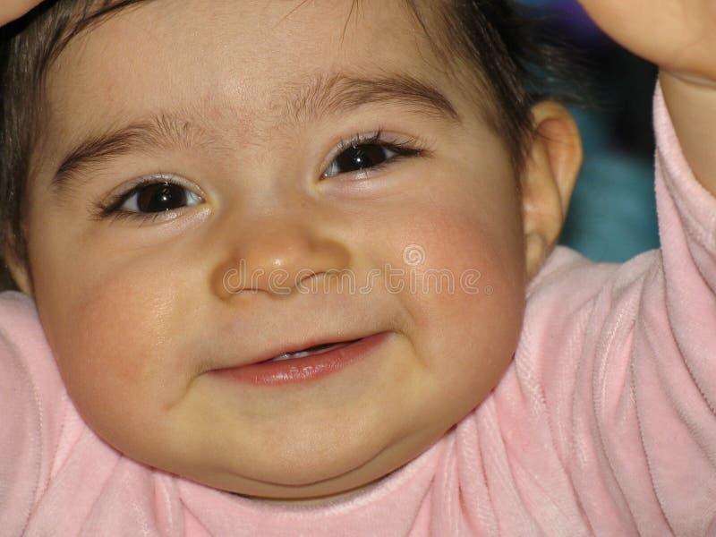 Fermez-vous du visage de bébé avec les premières dents photo libre de droits