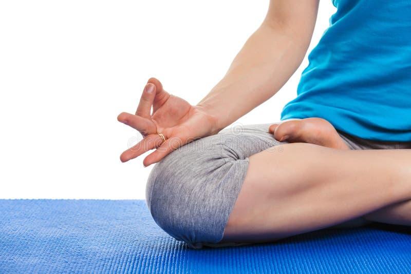 Fermez-vous du yoga Padmasana (pose de Lotus) avec Chin Mudra - psych photo libre de droits