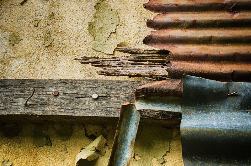 Fermez-vous du zinc de rouille utilisation pour le fond et la texture image stock