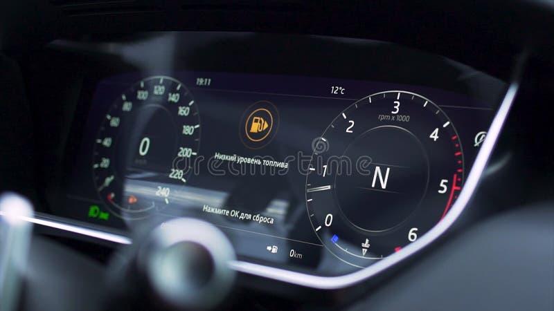 Fermez-vous pour le tableau de bord moderne de voiture, intérieur prestigieux de voiture barre Tableau de bord d'une voiture mode photos stock