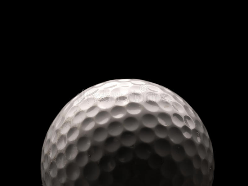 Fermez-vous vers le haut d'une bille de golf image stock