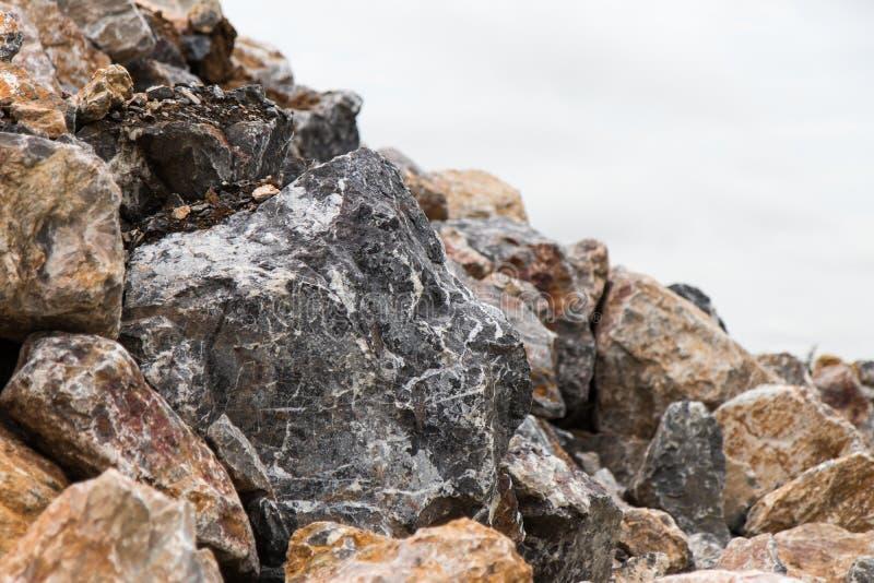 Fermez-vous vers le haut de grandes roches photo libre de droits