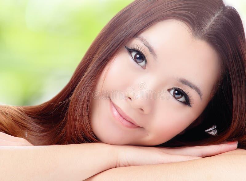 Fermez-vous vers le haut de la belle femme asiatique images stock