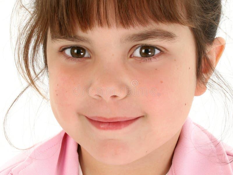 Fermez-vous vers le haut de la belle vieille fille de cinq ans photographie stock libre de droits