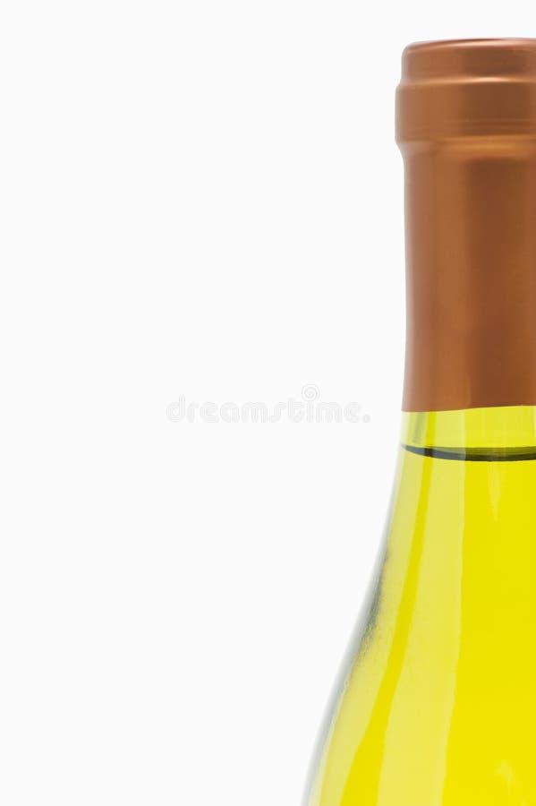 Fermez-vous vers le haut de la bouteille de vin blanc photo stock