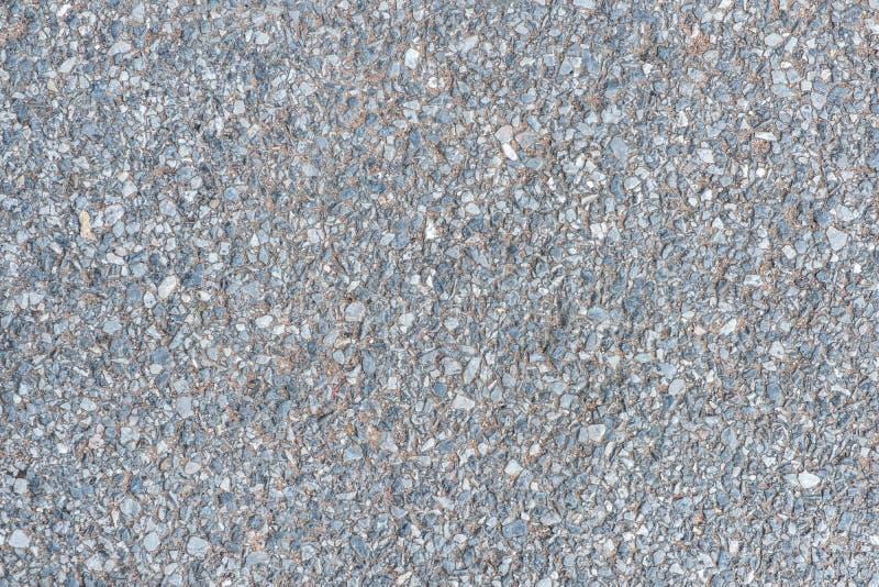 Fermez-vous vers le haut de la couche de surface avec la pierre de caillou dans le textur concret de plancher images stock