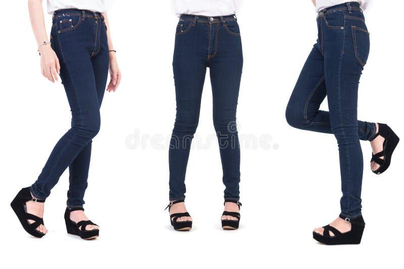 Fermez-vous vers le haut de la partie inf?rieure du corps de la femme de beaut? avec des jeans et des chaussures de mode Concept  image stock