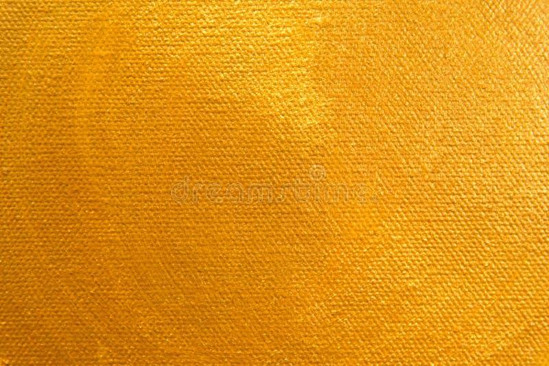 Fermez-vous vers le haut de la peinture de couleur d'or sur la toile de peinture images stock