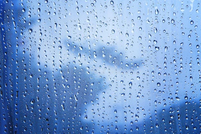 Fermez-vous vers le haut de la texture du fond de baisse de l'eau sur l'utilisation bleue de miroir As photo stock
