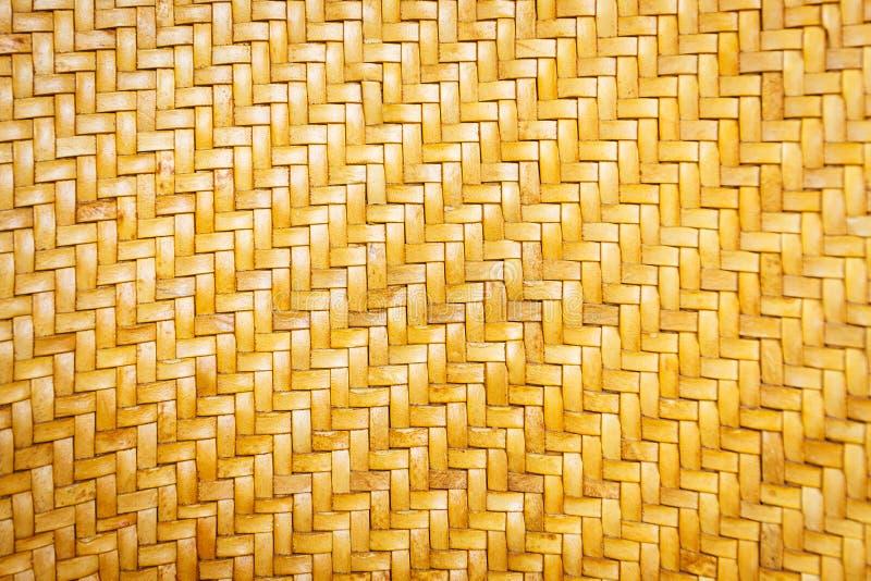 Fermez-vous vers le haut de la texture en cuir jaune de modèle d'armure photos libres de droits