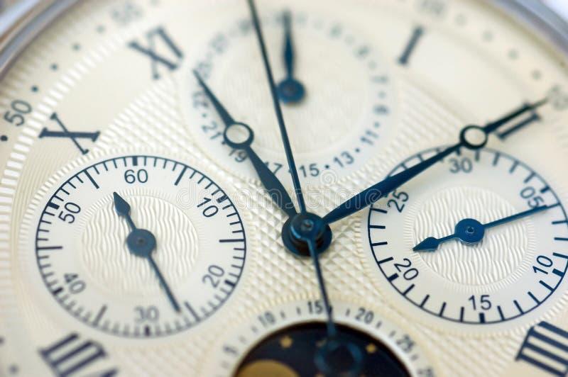 Fermez-vous vers le haut de la vieille montre image libre de droits