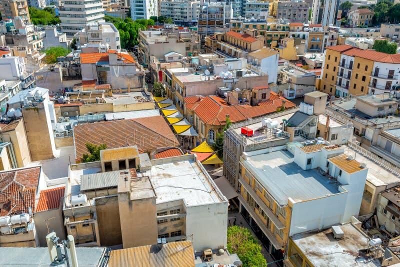 Fermez-vous vers le haut de la vue aérienne de la rue de Ledra Nicosia, Chypre photo libre de droits