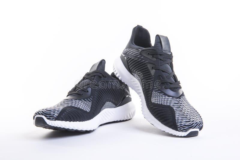 Fermez-vous vers le haut de la vue de la chaussure noire de fonctionnement et de forme physique de sport, espadrilles photo libre de droits