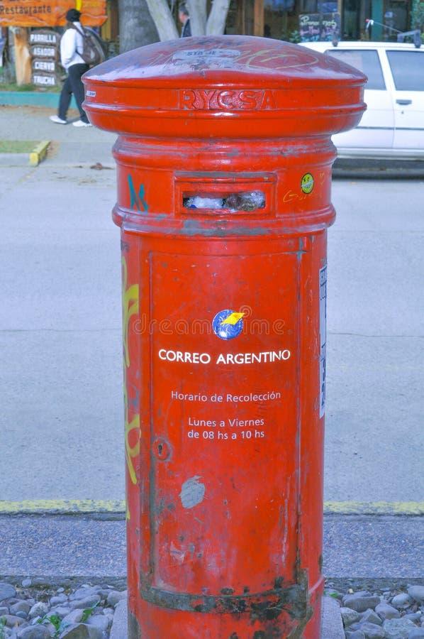 Fermez-vous vers le haut de la vue d'une boîte argentine traditionnelle de courrier images libres de droits