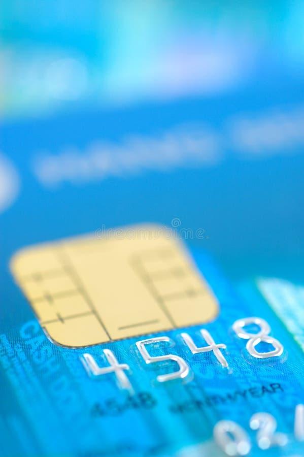 Fermez-vous vers le haut de par la carte de crédit images libres de droits