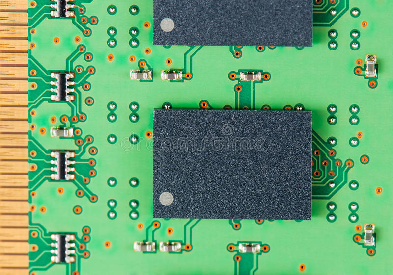 Fermez-vous vers le haut des configurations d'un circuit de mémoire de mémoire vive d'ordinateur photographie stock libre de droits