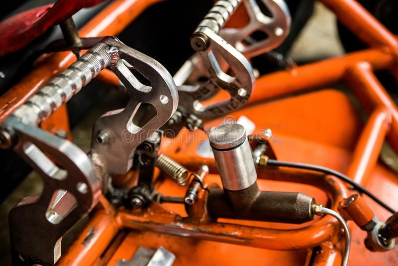 Fermez-vous vers le haut des détails de mini gocart orange photo libre de droits