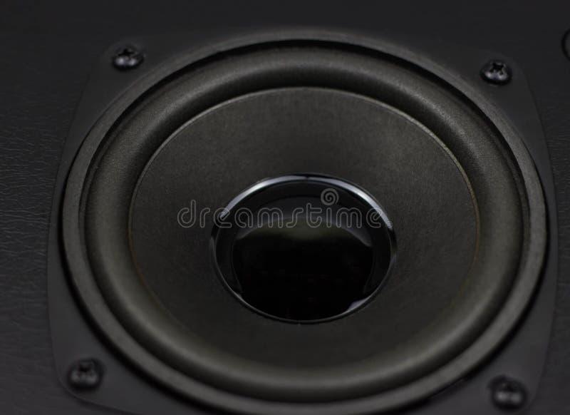 Fermez-vous vers le haut des détails de woofer de haut-parleur photos stock