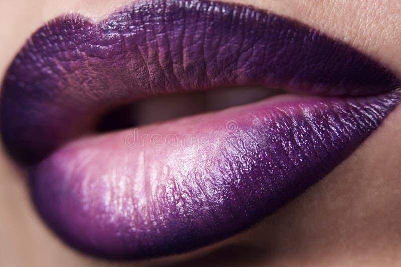 Fermez-vous vers le haut des lèvres photographie stock libre de droits