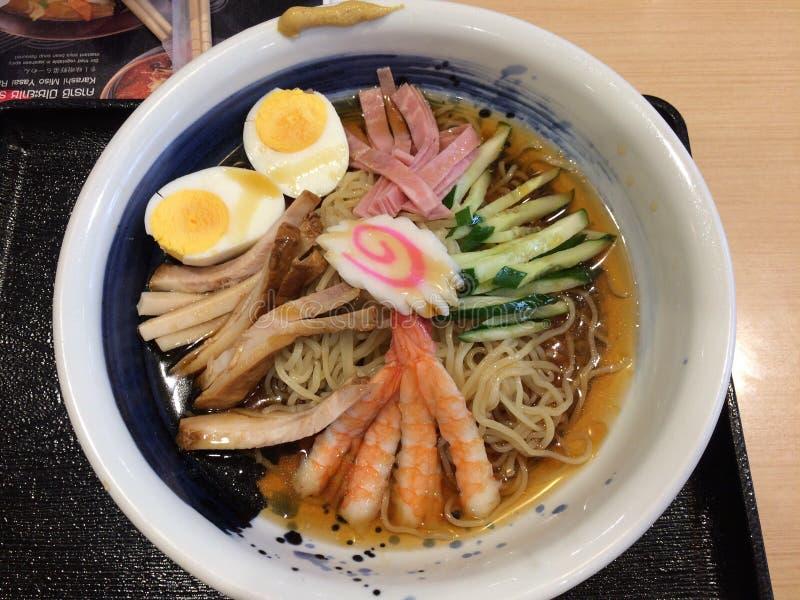 Fermez-vous vers le haut des viandes froides japonaises de nouilles images stock