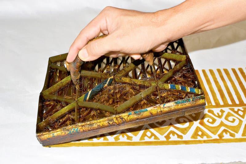 Fermez-vous vers le haut du batik de peinture de main avec le timbre images libres de droits