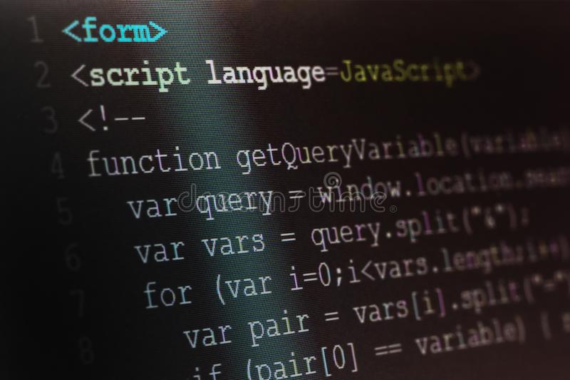 Fermez-vous vers le haut du centre sélectif de macro tir du manuscrit de Java programmant l images stock
