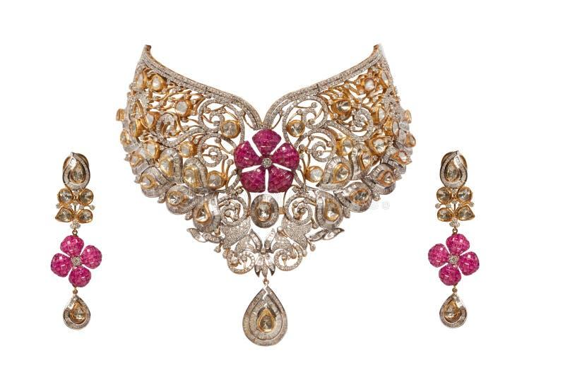 Fermez-vous vers le haut du collier de diamant avec des boucles d'oreille photographie stock libre de droits