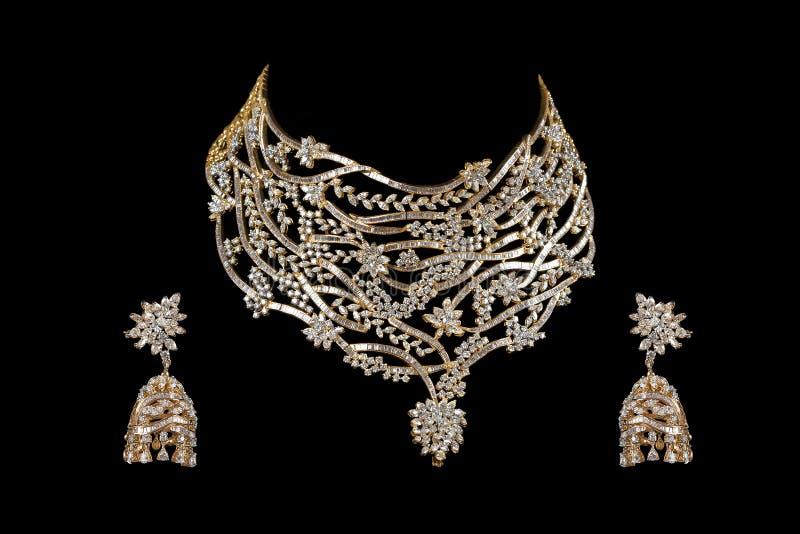 Fermez-vous vers le haut du collier de diamant avec la boucle d'oreille de diamant image libre de droits