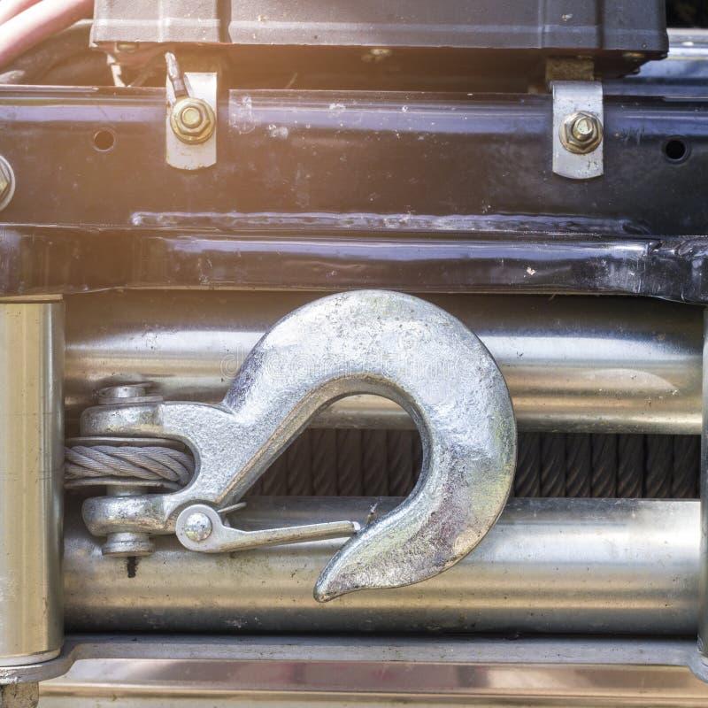 Fermez-vous vers le haut du crochet en acier transportant la voiture images libres de droits