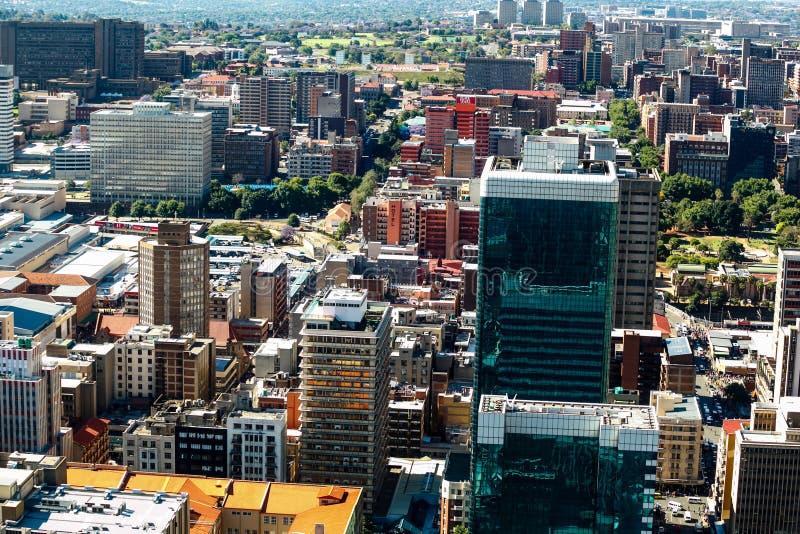 Fermez-vous vers le haut du détail des gratte-ciel à Johannesburg du centre image libre de droits