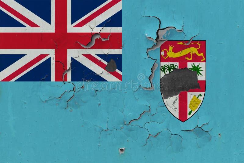Fermez-vous vers le haut du drapeau sale, endommagé et superficiel par les agents des Fidji sur le mur épluchant outre de la pein image stock