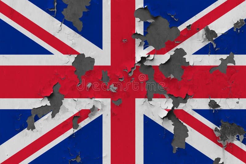 Fermez-vous vers le haut du drapeau sale, endommagé et superficiel par les agents du Royaume-Uni sur le mur épluchant outre de la photo stock