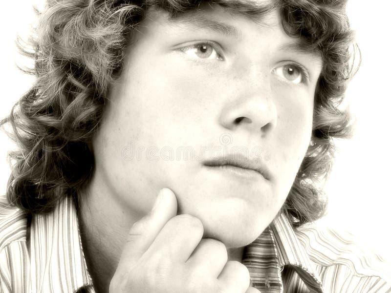 Fermez-vous vers le haut du garçon de l'adolescence de seize ans dans la sépia photos libres de droits