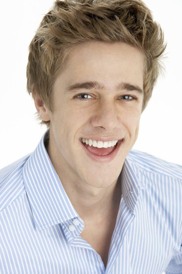 Fermez-vous vers le haut du jeune homme de sourire images libres de droits
