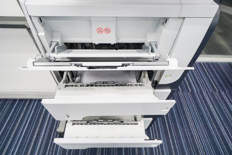 Fermez-vous vers le haut du magasin d'imprimante pour l'entrée image stock