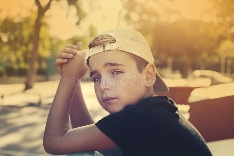 Fermez-vous vers le haut du portrait d'un garçon beau image stock