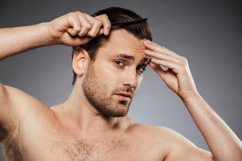 Fermez-vous vers le haut du portrait d'un homme sans chemise bel photographie stock libre de droits