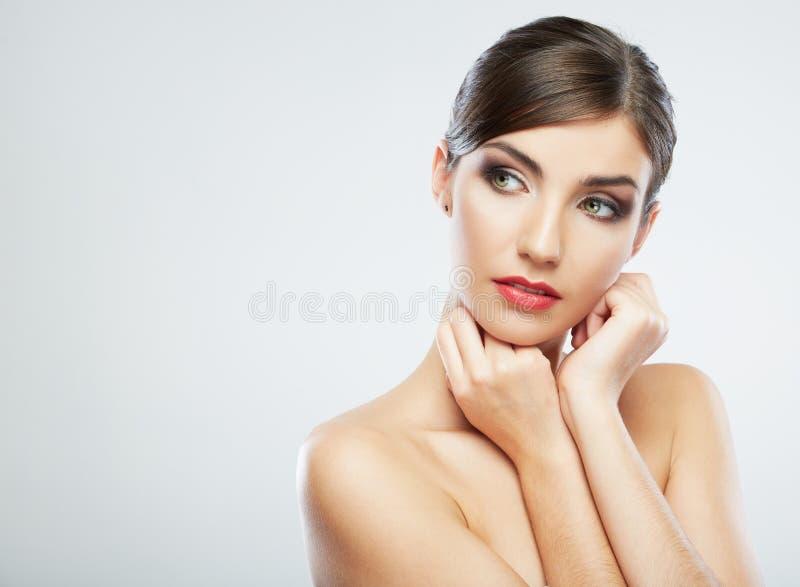 Fermez-vous vers le haut du portrait de beauté, jeune visage attrayant de femme photo libre de droits