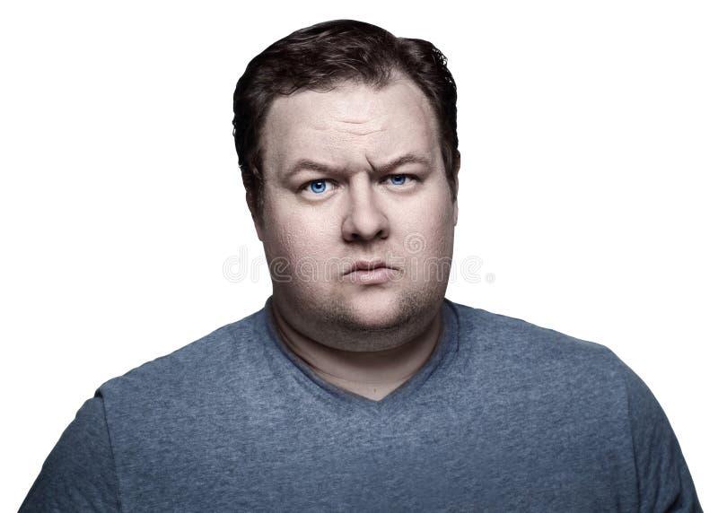 Fermez-vous vers le haut du portrait du gros homme dans le studio sceptique D'isolement sur le fond blanc photographie stock libre de droits
