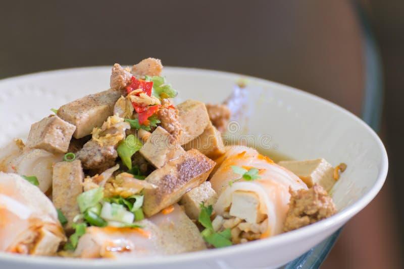Fermez-vous vers le haut du style thaïlandais de nourriture de nouille image libre de droits