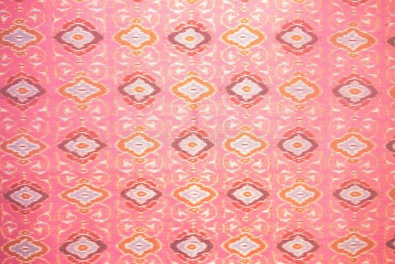 Fermez-vous vers le haut du travail manuel en soie rose, conception de mode de tissu, le beau fond thaïlandais de modèle de tissu illustration de vecteur