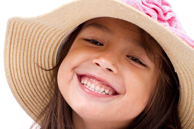 Fermez-vous vers le haut du visage de l'enfant caucasien asiatique féminin heureux et souriant images stock