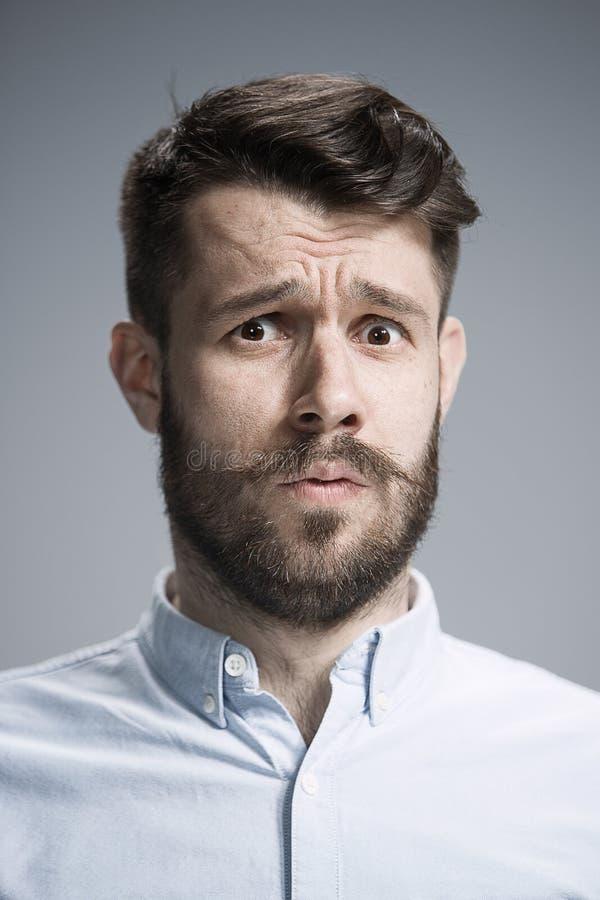 Fermez-vous vers le haut du visage de l'homme découragé photographie stock libre de droits