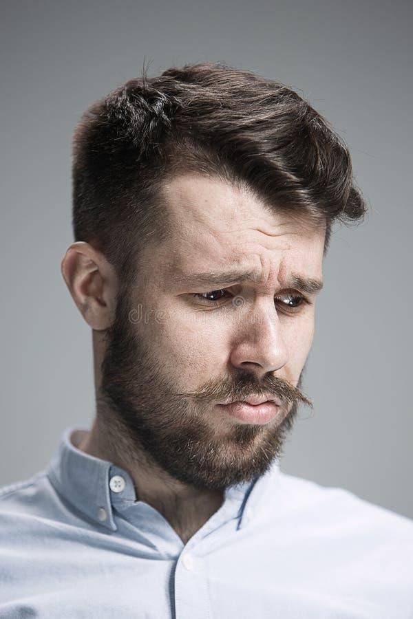 Fermez-vous vers le haut du visage de l'homme découragé images stock