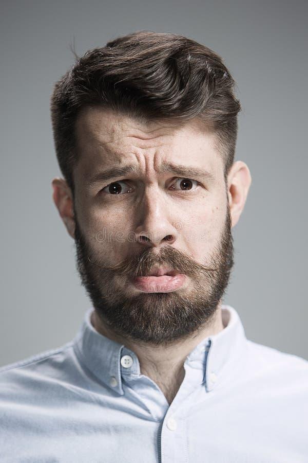 Fermez-vous vers le haut du visage de l'homme découragé photographie stock