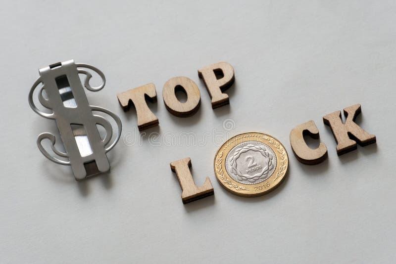 Fermi la serratura Cima del dollaro Blocchetto dei pesi Blocco finanziario dell'Argentina e dell'America Iscrizione simbolica di  fotografia stock