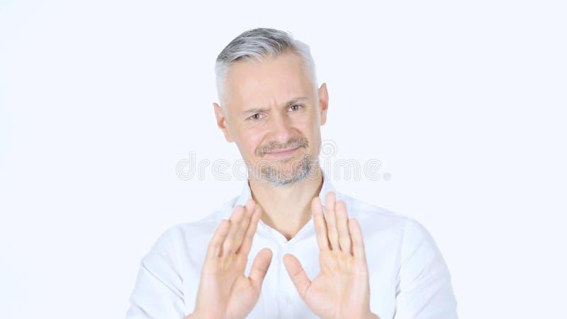 Fermi, rifiutando il gesto, no dall'uomo d'affari, capelli grigi fotografia stock libera da diritti