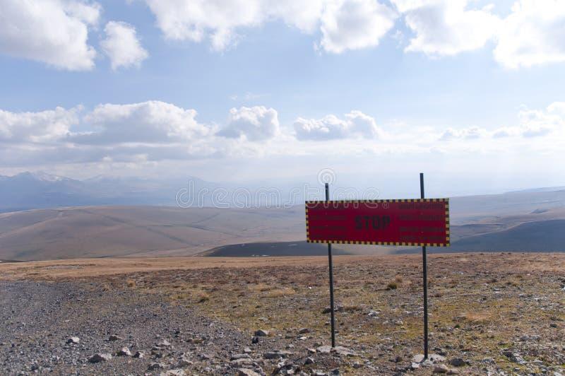 Fermi Ski Forbidden Sign in Bakuriani Ski Center Peak fotografia stock libera da diritti