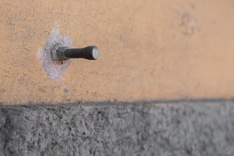 Fermi sulla parete esterna della costruzione, fuoco molle fotografia stock