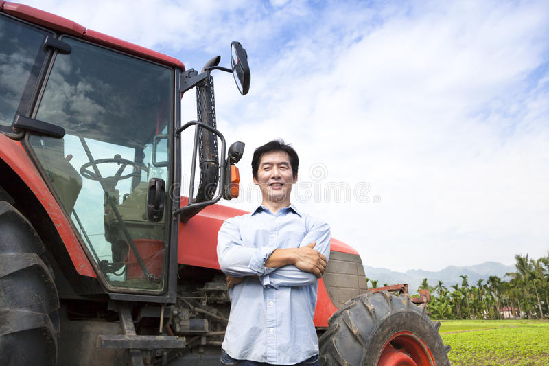 Fermier asiatique âgé moyen heureux photographie stock libre de droits